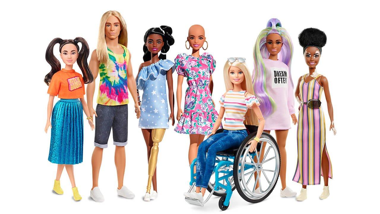 Muñecos inclusivos; Barbie con vitíligo, con piel oscura y prótesis de oro o Ken con pelo largo y pelirrojo