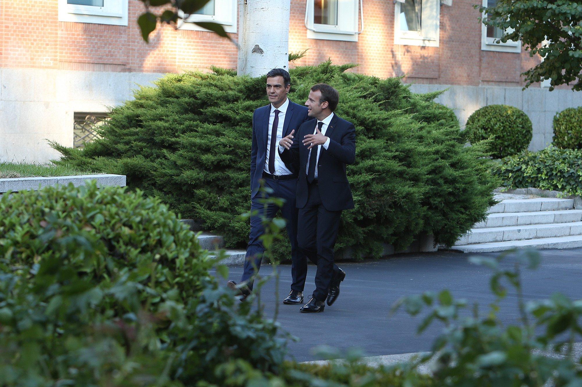 El bobalicón de Pedro Sánchez pensó que Macron le ayudaría ascender como líder europeo
