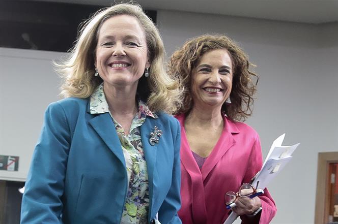 Las cuentas de Calviño no se las cree ni Calviño: el Gobierno nos va a freír a impuestos