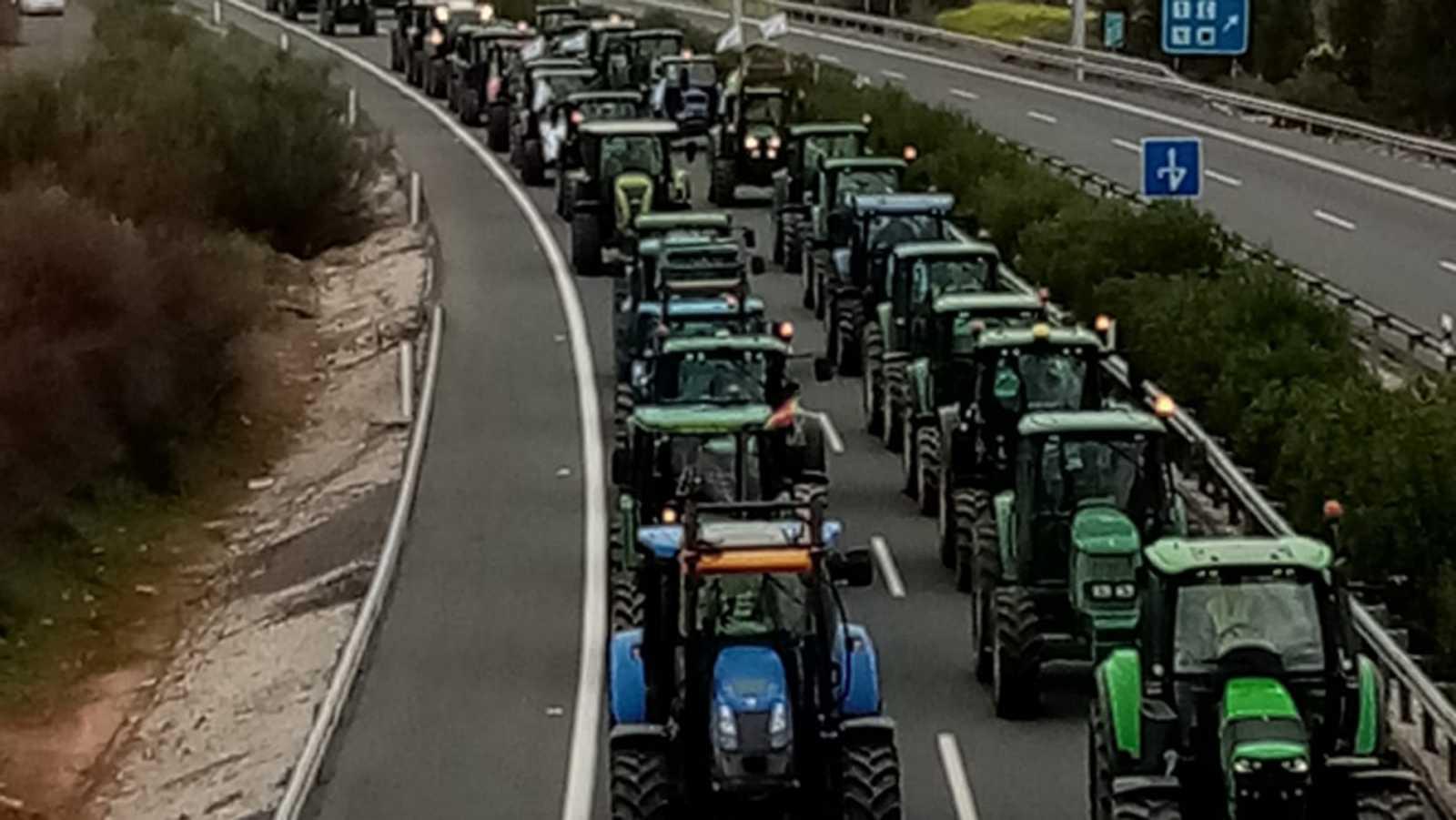 Los agricultores trasladan sus protestas a Extremadura y Almería: piden rebajas en las cotizaciones a la Seguridad Social
