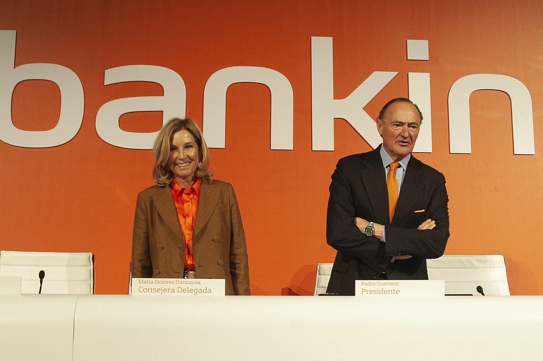 María Dolores Dancausa y Pedro Guerrero, durante la Junta General de Accionistas de 2019
