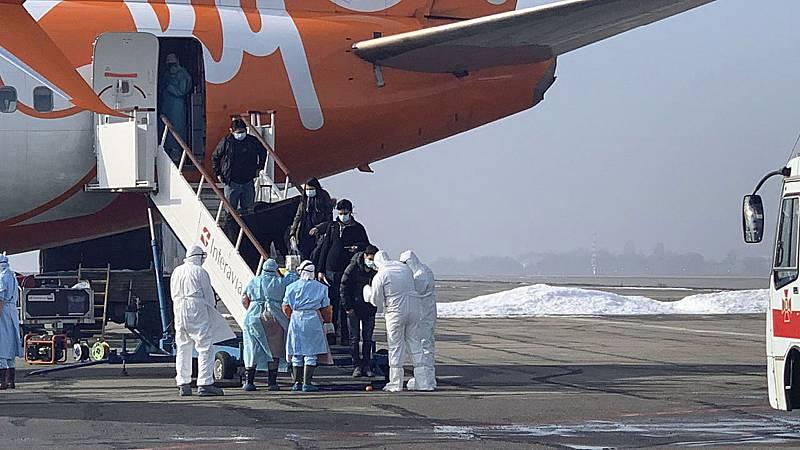 Coronavirus. Los chinos siguen mintiendo. Balance, provisional, del Coronavirus: más de 2.200 muertos, 75.000 infectados y pérdidas millonarias para las aerolíneas