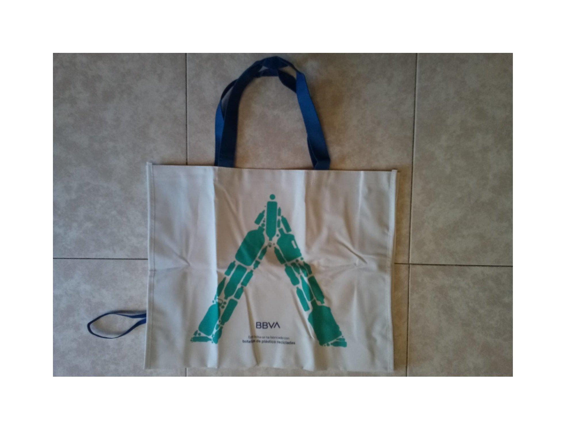 Accionista del BBVA: si delegas tu voto en el presidente de entregamos esta bolsa... ecológica