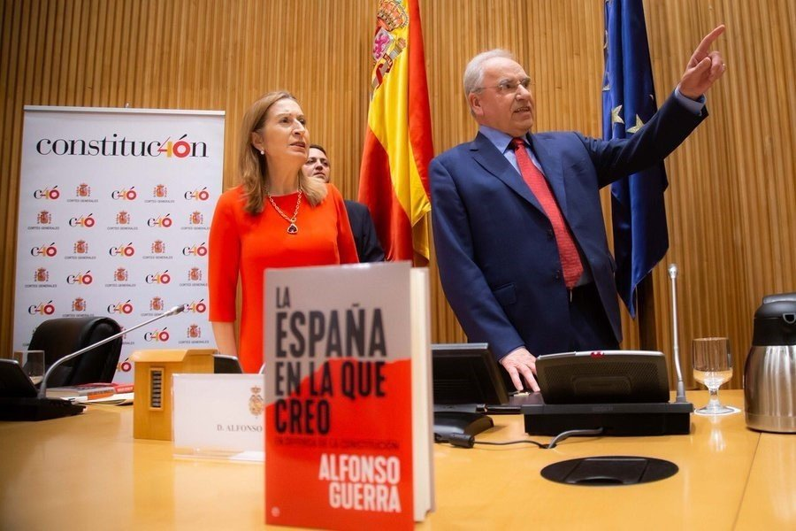 ¿Hay alguien ahí? El brillante alegato de Alfonso Guerra contra Pedro Sánchez