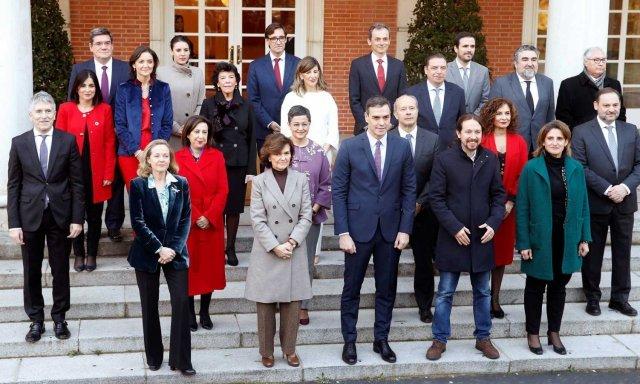 El Gobierno oculta información y lo está haciendo mal, creen los españoles