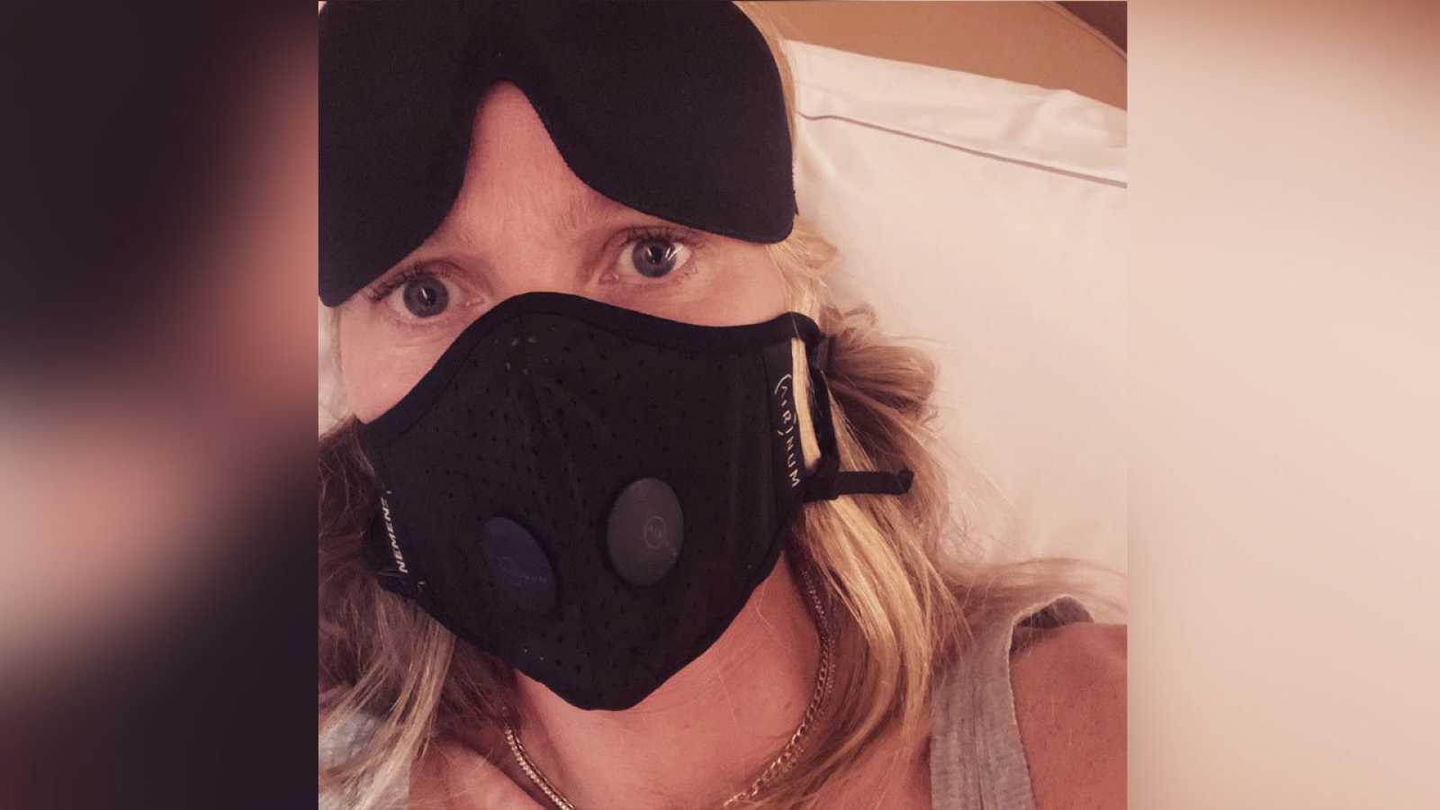 Gwyneth, progre e hipocondriaca: viaja a Europa con mascarilla
