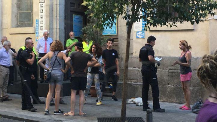 El padre Ángel pide policía al alcalde Almeida