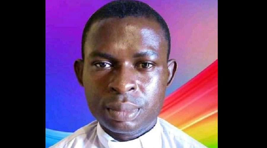 Y Occidente calla. Nigeria: liberado el sacerdote católico, David Echioda, que fue secuestrado tras la misa dominical