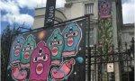 """Pablo Iglesias y las capuchas """"chochopower"""". La sede del Injuve, dependiente de la vicepresidencia segunda, colgó en su exterior dibujos con estas máscaras y otros dibujos semejando vulvas de colores"""