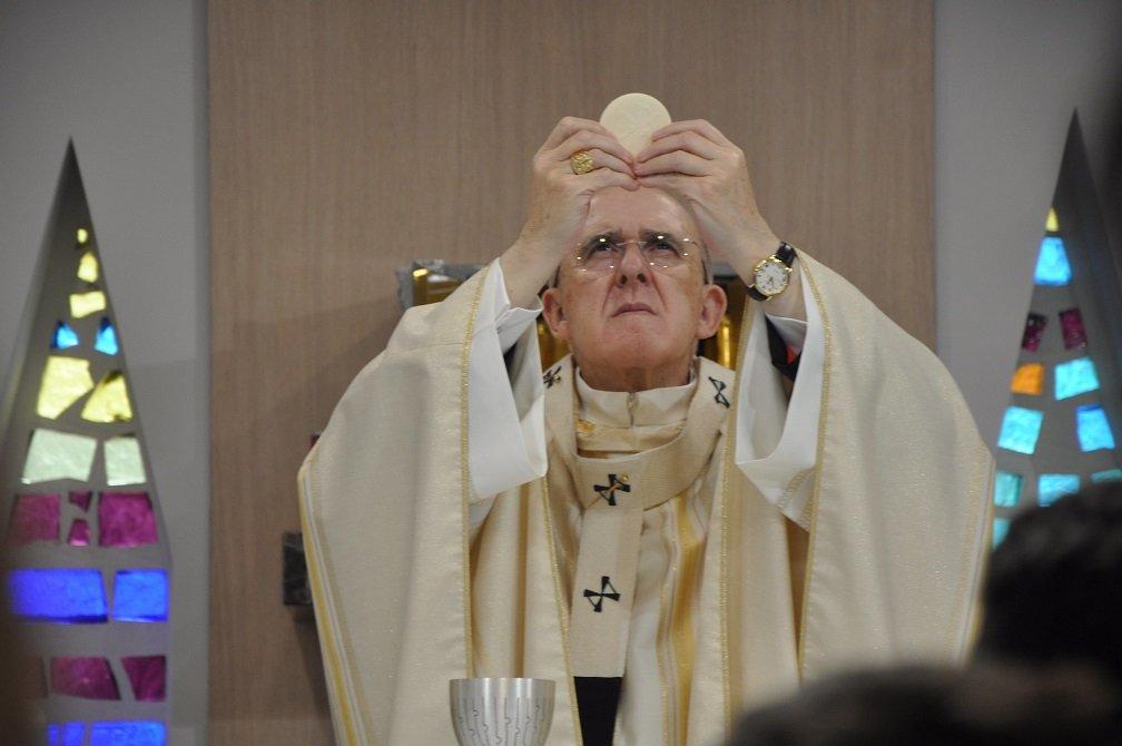 El cardenal Osoro celebrando la Eucaristía