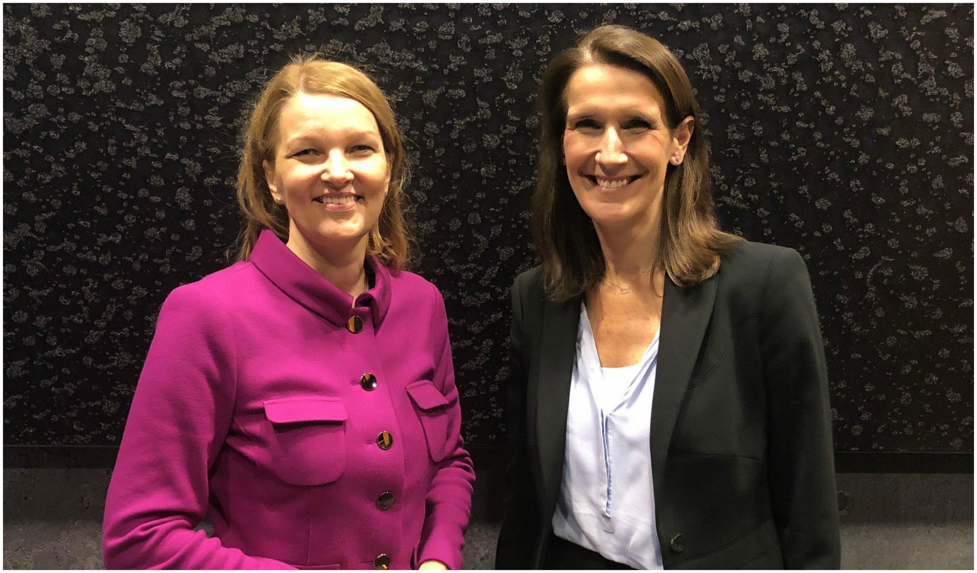 A la derecha, Sphie Wilmès, primera ministra en funciones