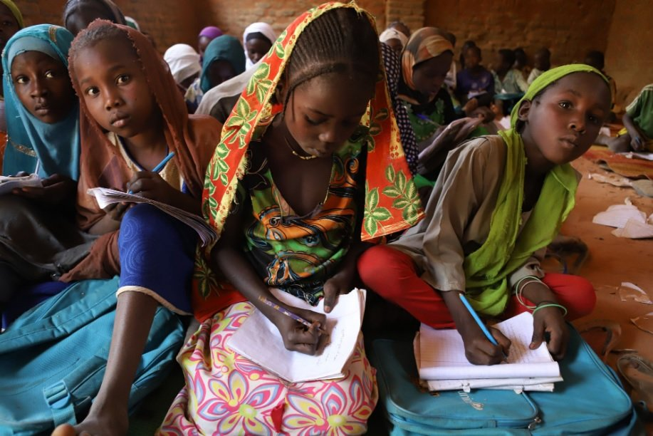 Niñas y adolescentes de Chad, donde Entreculturas apoya a más de 13.100
