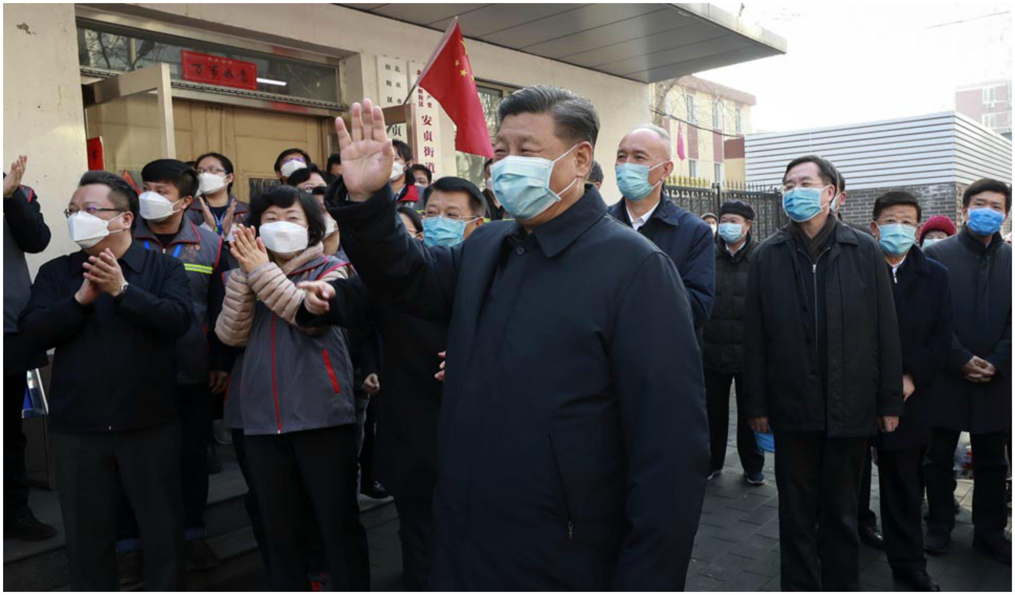 El presidente Xi Jinping saluda a su pueblo