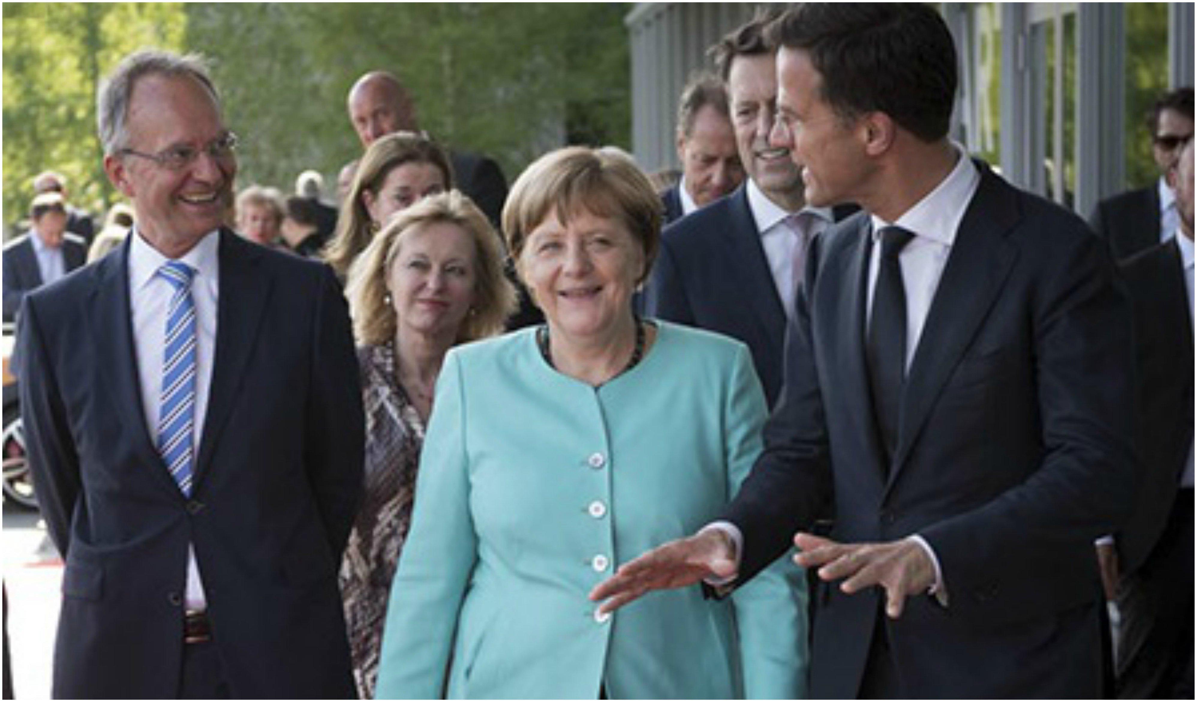 Merkel y Rutte (a la derecha)