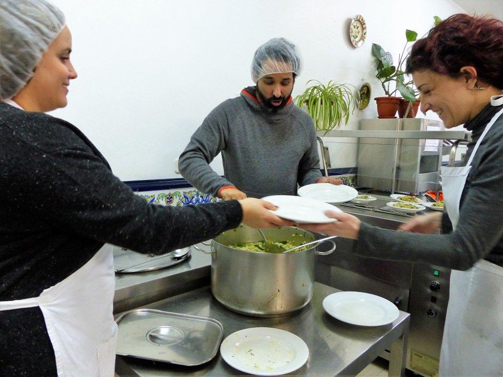 Coronavirus: más de 100.000 voluntarios de las diócesis polacas ayudan a los más necesitados