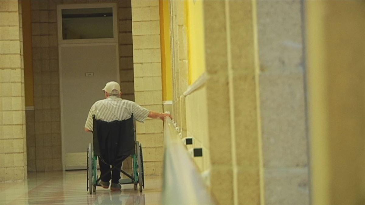 Los españoles no podemos dejar morir a los ancianos porque sean ancianos
