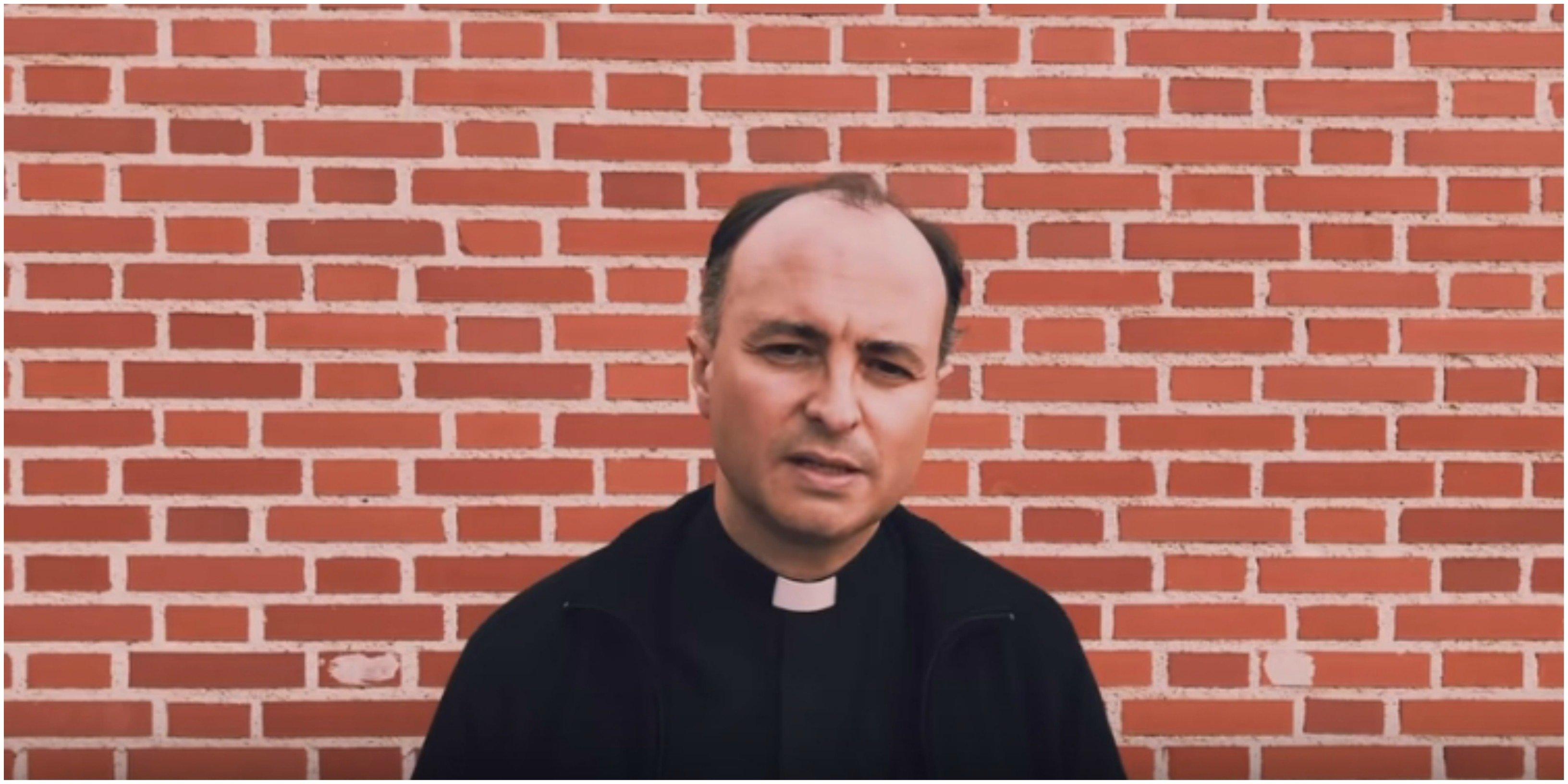 El cura Santiago Arellano llama a la conversión de Sánchez e Iglesias ante el coronavirus. ¡Qué fueeeeerte!