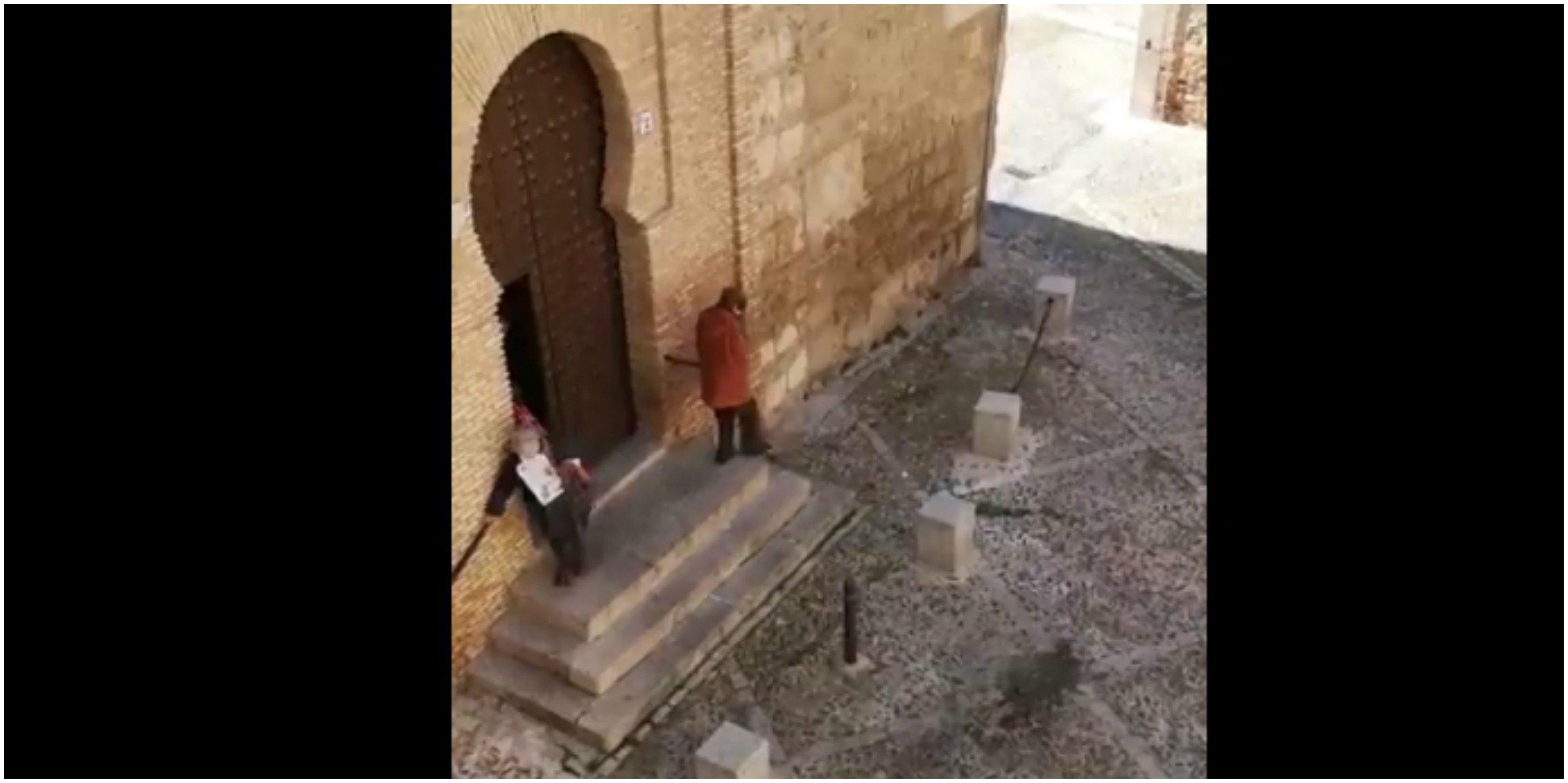 Coronavirus. Histeria de chivatos: Una vecina de Toledo reprende a unas ancianas por saltarse el confinamiento para ir a la iglesia