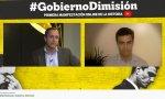 Carlos Cuesta (izquierda) conversa con el abogado penalista Juan Ospina