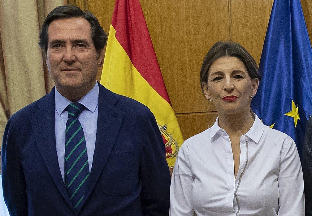 Antonio Garamendi, presidente de la CEO, y la ministra de Trabajo, Yolanda Díaz