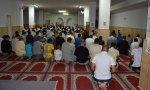 Misas no, Ramadán sí. Sánchez autoriza desplazamientos a los musulmanes para preparar su fiesta mientras desaloja la catedral de Granada