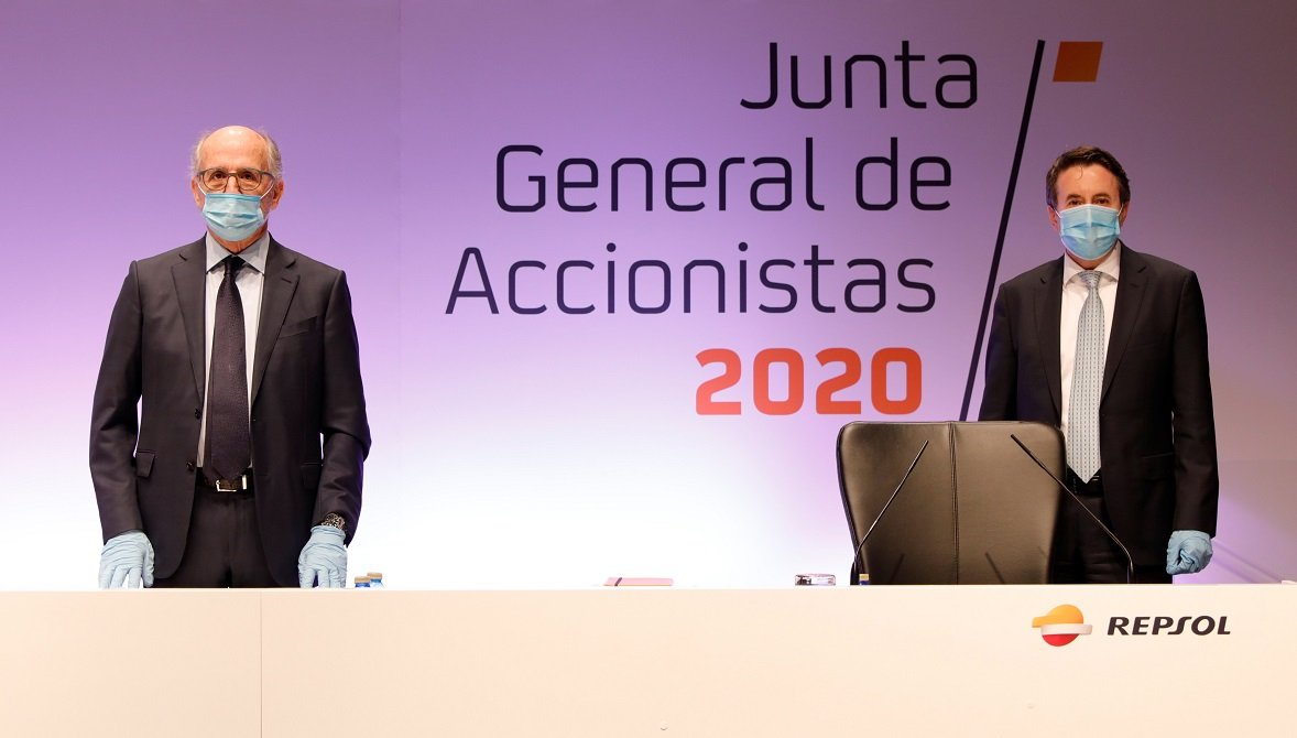 El presidente de Repsol, Antonio Brufau, y el CEO, Josu Jon Imaz, bien protegidos ante una Junta 100% telemática