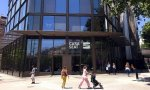 Casa Seat está ubicada en el centro de Barcelona, en el cruce entre la Avenida Diagonal y el Paseo de Gracia