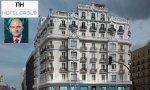 Hotel NH en la Gran Vía madrileña y el CEO de la cadena hotelera, Ramón Aragonés