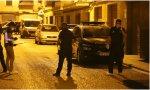 Agentes de la Policía Nacional desplazados al lugar de los hechos el miércoles 8 de julio por la noche