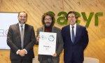 Premios Sacyr a la Innovación de 2019. El ministro de Fomento, José Luis Ábalos, y el presidente de Sacyr, Manuel Manrique, entregando el galardón a Alejandro Casteleiro, CEO de Ártabro Tech