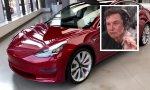 Elon Musk, CEO de Tesla, no tuvo reparos en fumarse un porro durante una entrevista... ¿celebrará así los buenos resultados?