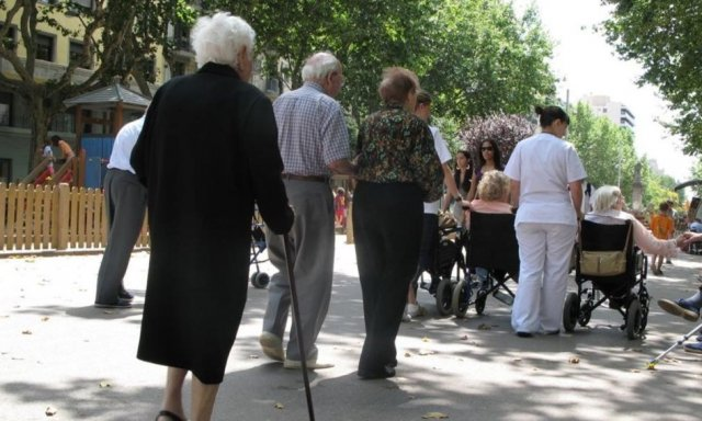 La asignatura pendiente de España es el rejuvenecimiento de supoblacióny el problema más grave de España es el gasto sanitario y el gasto en pensiones