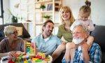 ¿Abuelos viviendo con hijos y nietos?