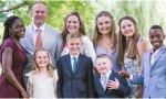 Rodeada por su esposo y siete hijos, Barrett ofreció una imagen plenamente realizada de una mujer profesional, una que ha elegido el matrimonio y los hijos