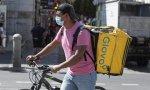Un 'rider', un ejemplo de la precariedad laboral que sigue aumentando en España