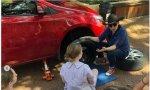 """Un colegio australiano enseña a las niñas a cambiar neumáticos """"para que no dependan de nadie"""": esto Irene lo 'copia' seguro"""