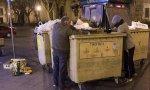 Yolanda Díaz se felicita por los datos del paro mientras sigue aumentando el número de personas que buscan comida en los cubos de la basura