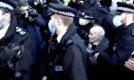 Al parecer, la policía tuvo que pedir refuerzos para llevar a cabo la detención