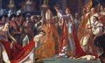 Napoleón se autocoronaría en presencia del papa Pío VII y a continuación coronaría a Josefina Beauharnais de rodillas, como inmortalizó el cuadro de Jacques-Louis David