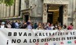 Más de 6.000 trabajadores del BBVA se concentraron el lunes en las principales sedes del banco para protestar por las condiciones del despido colectivo