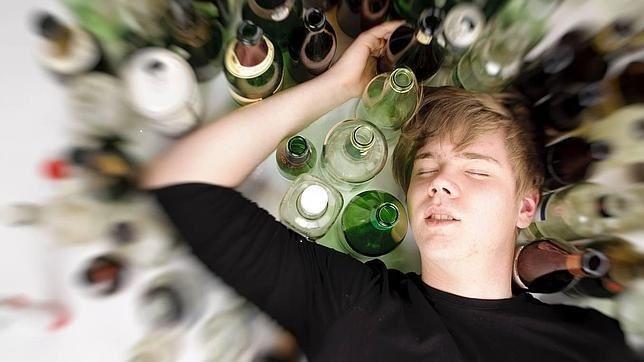 ¿Te gusta beber alcohol? Piénsalo un poco si conduces, cada año mueren 2.000 adolescentes