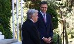 Pedro Sánchez escucha con admiración las palabras del secretario general de la ONU, Antonio Guterres, de visita en España