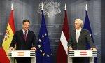 Pedro Sánchez y el primer ministro de Letonia, durante la rueda de prensa