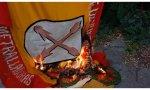 Bandera carlista quemada en Montserrat
