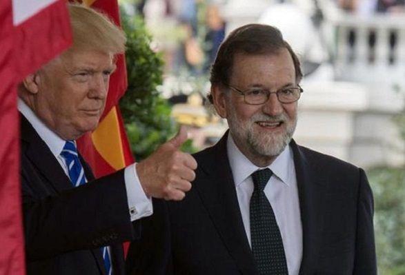 Trump se atreve a hablar de Cristo en Navidad. Igualito que Rajoy y Soraya