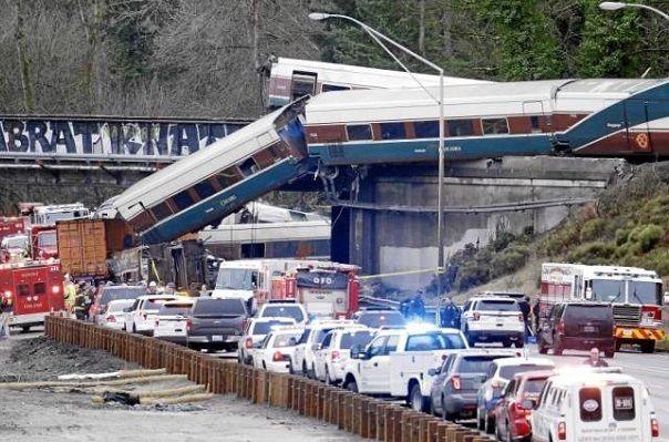 Talgo: accidente en Seattle. Atención: españoles flagelándose