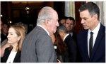 Pedro Sánchez quiere a Juan Carlos I en el destierro. A Felipe VI le maneja mucho mejor