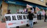 Los trabajadores se han concentrado este martes durante 60 minutos para protestar por el ERE que afectará a 1.720 personas