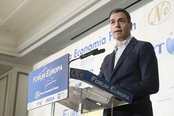 Pedro Sánchez, en campaña: propone financiar las pensiones con impuestos a la banca y las transacciones financieras