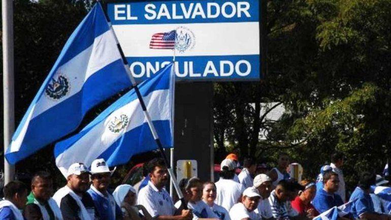 """Patricia Hernández (salvadoreña que vive en EEUU): """"Declaramos impuestos, no estamos viviendo del Gobierno, no somos delincuentes"""""""
